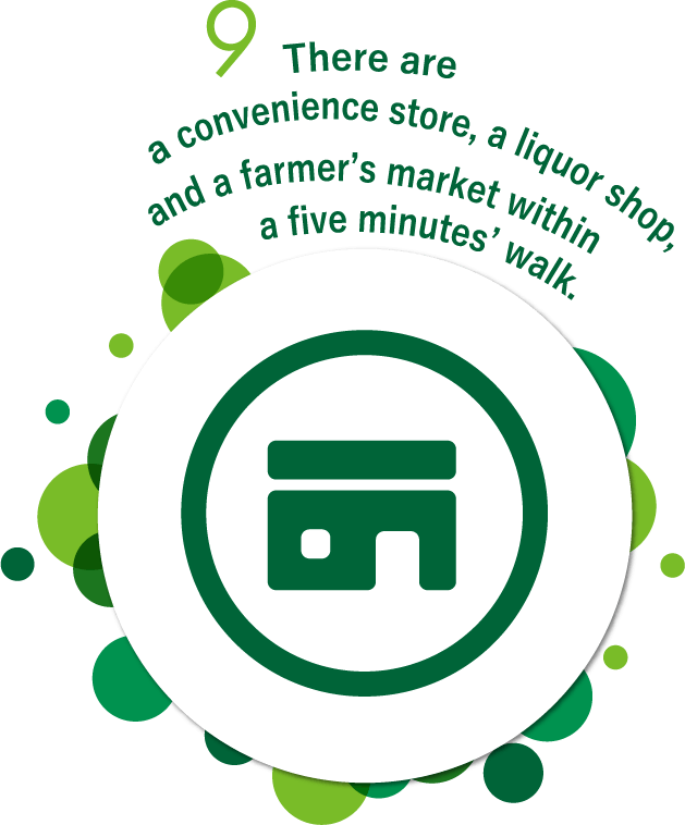 There are a convenience store, a liquor shop, and a farmer's market within a five minutes' walk.